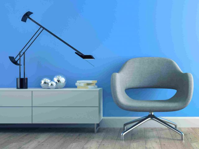 https://www.altitudetrends.ca/wp-content/uploads/2017/05/image-chair-blue-wall-640x480.jpg