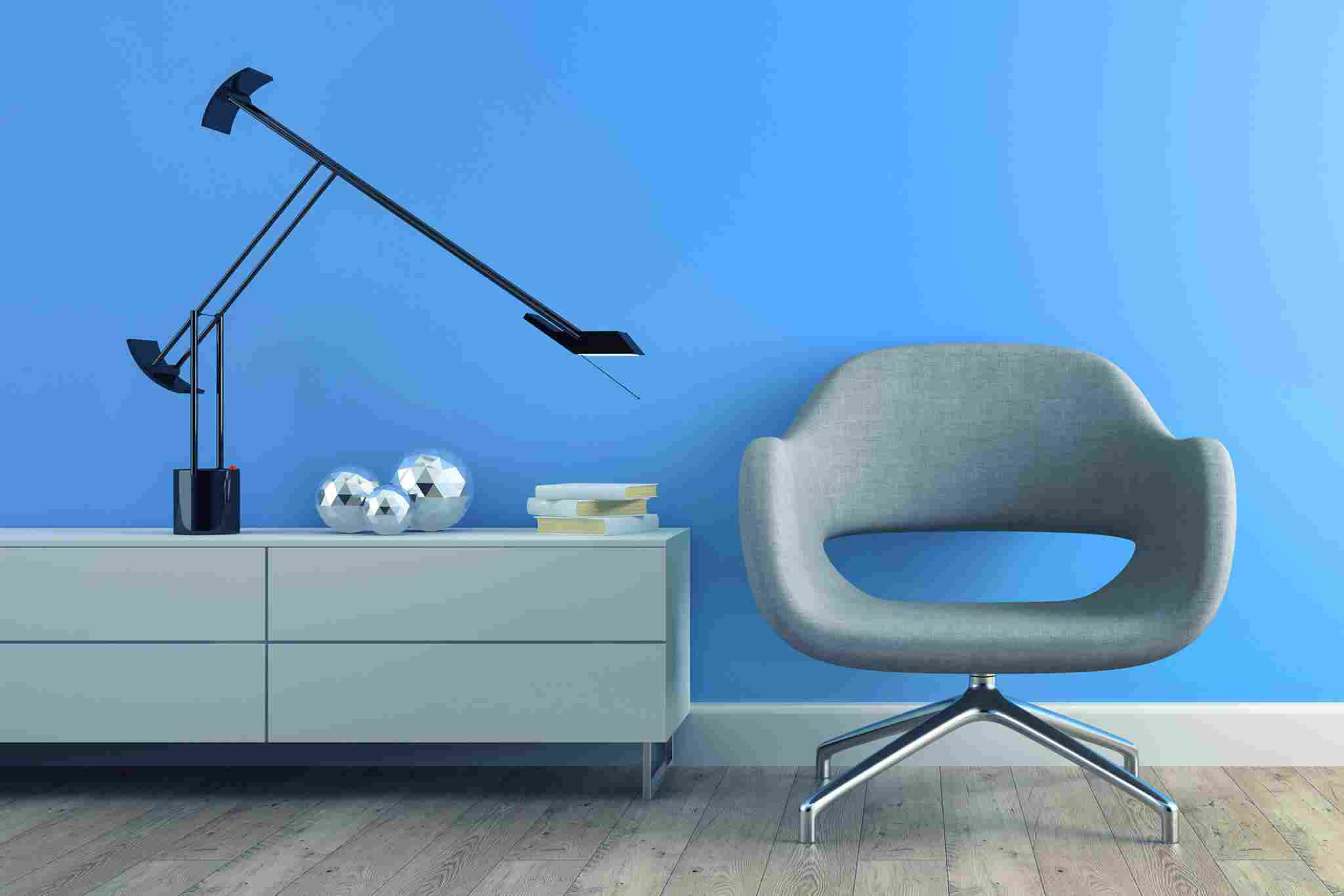 https://www.altitudetrends.ca/wp-content/uploads/2017/05/image-chair-blue-wall.jpg